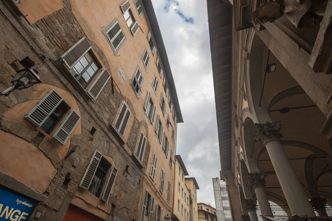 Our block of flat right in front of the <em>loggia del porcellino</em>