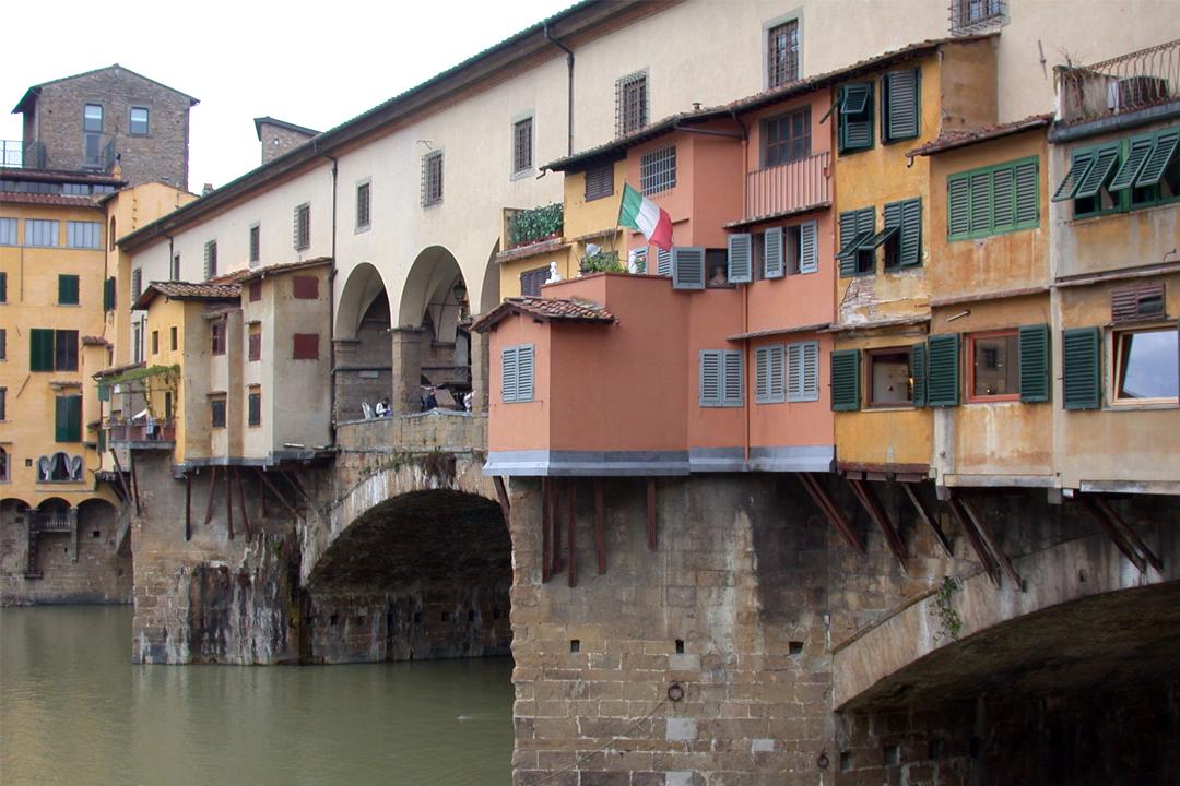 Oasis above the arches loft is just a few steps away the famous <em>Pontevecchio</em>